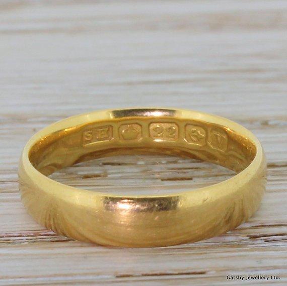 vintage 22 carat yellow gold court shaped wedding band birmingham 1945