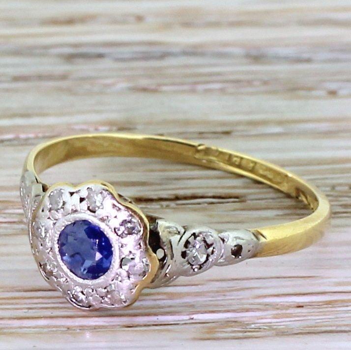 edwardian 025 carat sapphire 038 diamond daisy cluster ring circa 1905