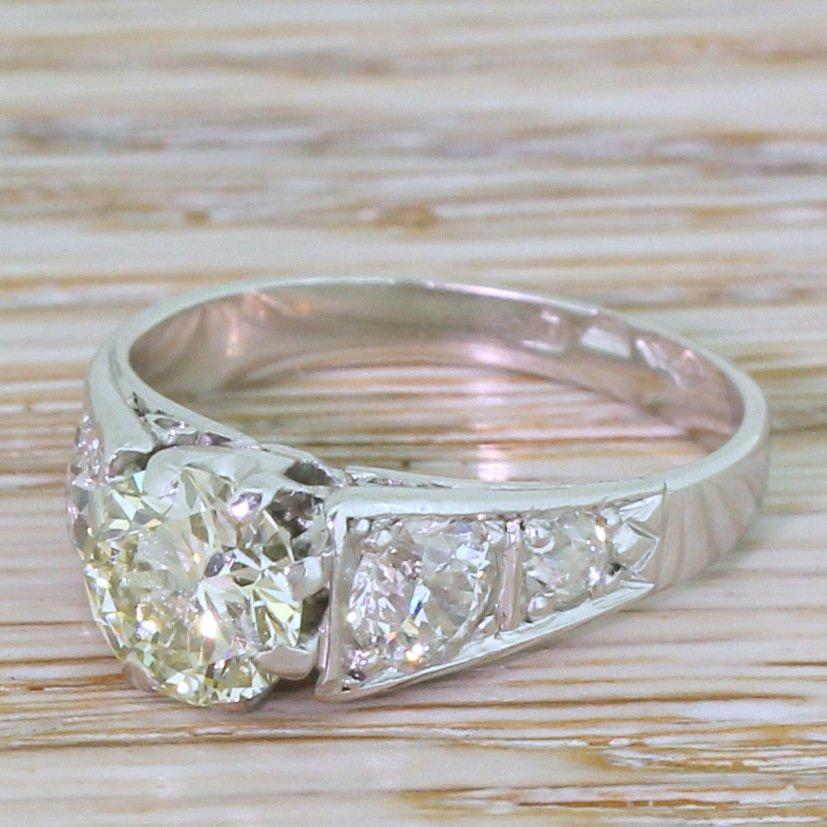 retro 102 carat round brilliant cut 038 090 carat diamond ring circa 1945