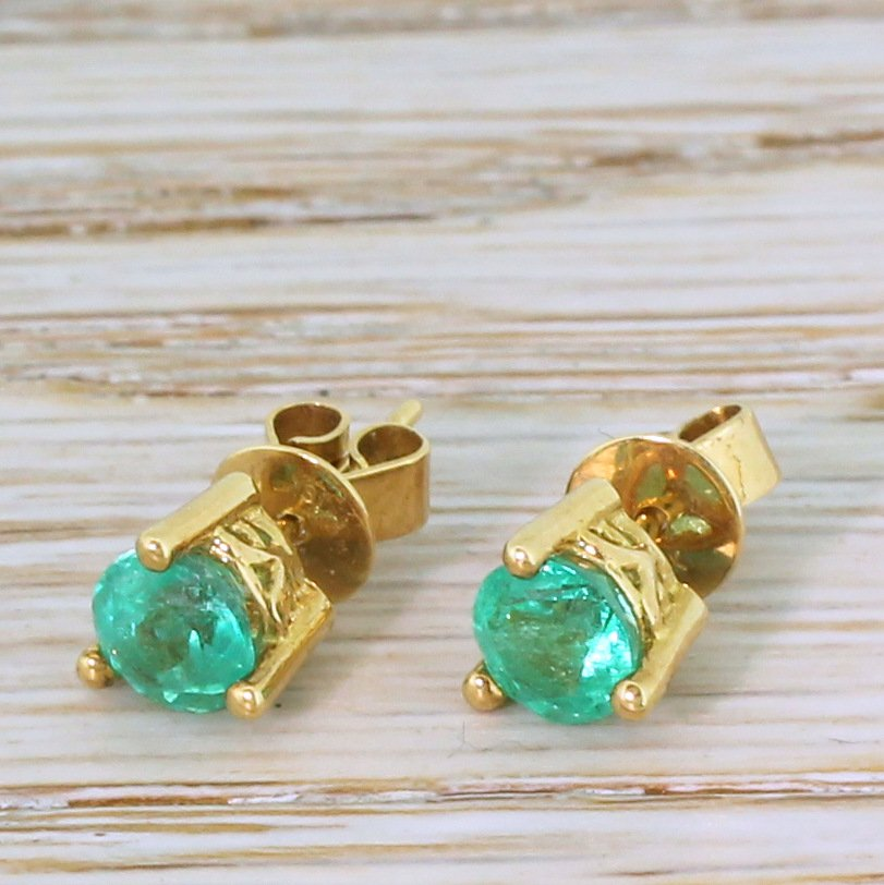 090 carat emerald stud earrings 18k yellow gold